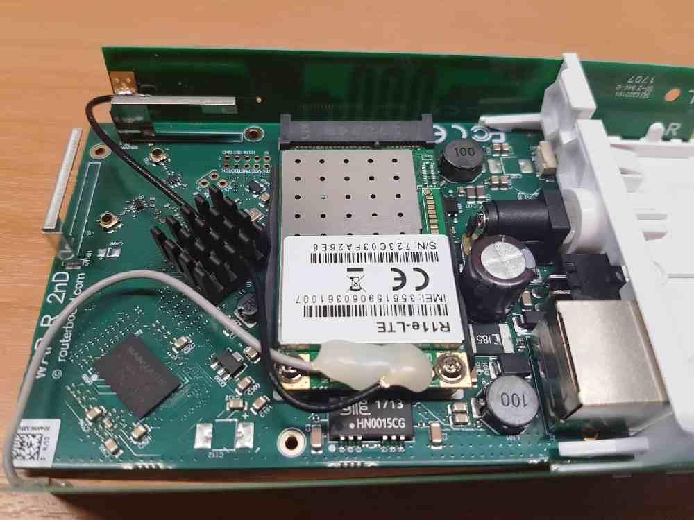 MikroTik R11e-LTE внутри корпуса wAP LTE kit.